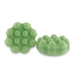 84 perles de bain translucides dans un bocal en verre